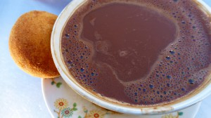 Guatape - Heisse Schokolade mit Bunuelos