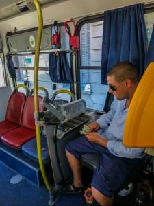 Kassierer im Bus