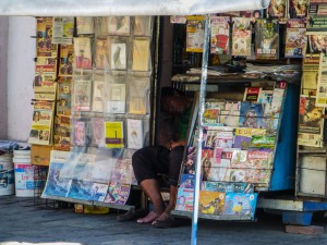 Salta - Schlafender Zeitungsverkäufer