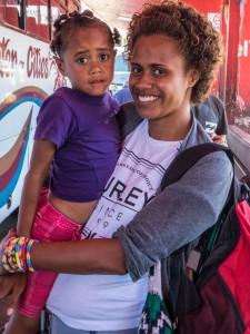 Sara mit ihrer Tochter